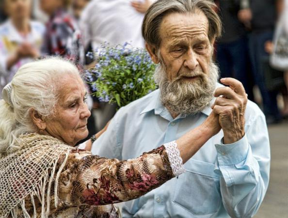 Благодатная свадьба – 70 лет браку: как отметить, что подарить юбилярам