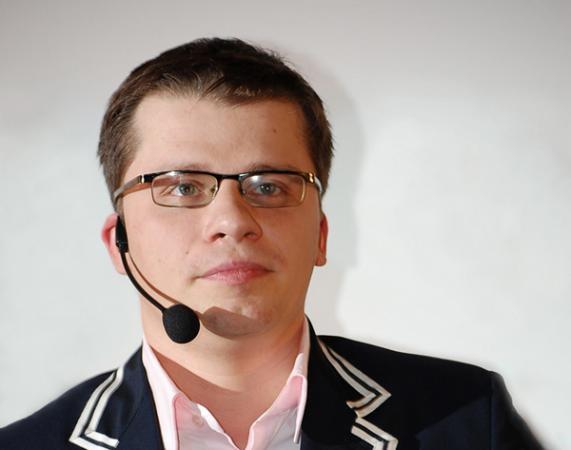 Гарик Харламов требует от своей бывшей жены деньги за иномарку