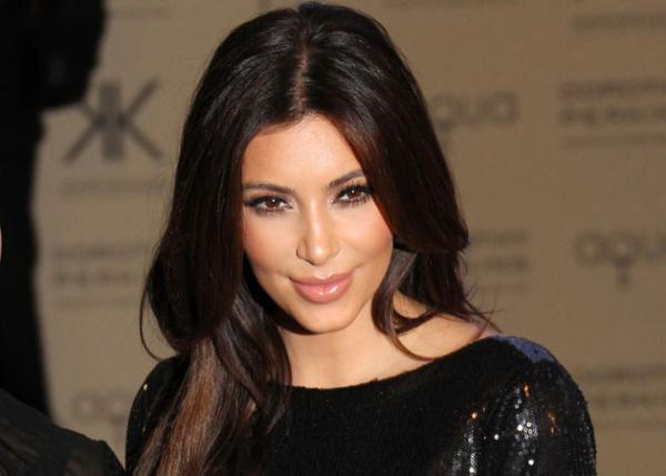 Ким Кардашьян требует от мужа дорогой подарок