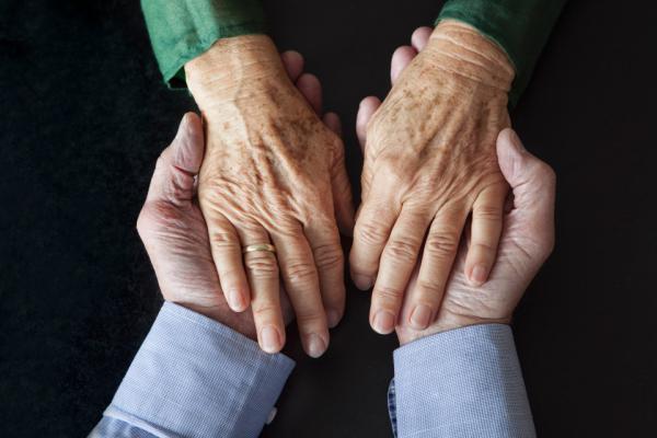 65 лет браку – железная свадьба: символика юбилея, советы по празднованию, подарки